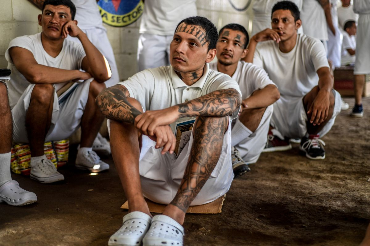 Incarcerated men at the Apanteos prison, which houses MS-13 gang members. Image by Neil Brandvold. El Salvador, 2018.