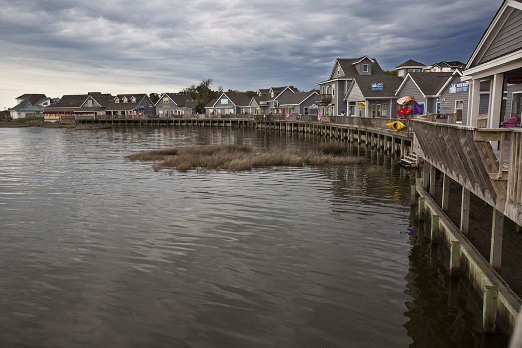 A waterfront pier in Duck, North Carolina. Image by aceshot1 / Shutterstock.com. United States, 2014.
