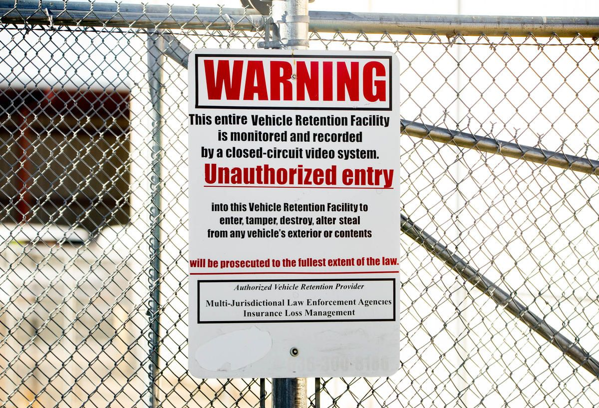 A sign outside the towing company where St. Charles police take people suspected of having illegal substances in their car. Once here, the police search the car and seize any cash or drugs they find. Image by Brian Munoz. United States, 2019.