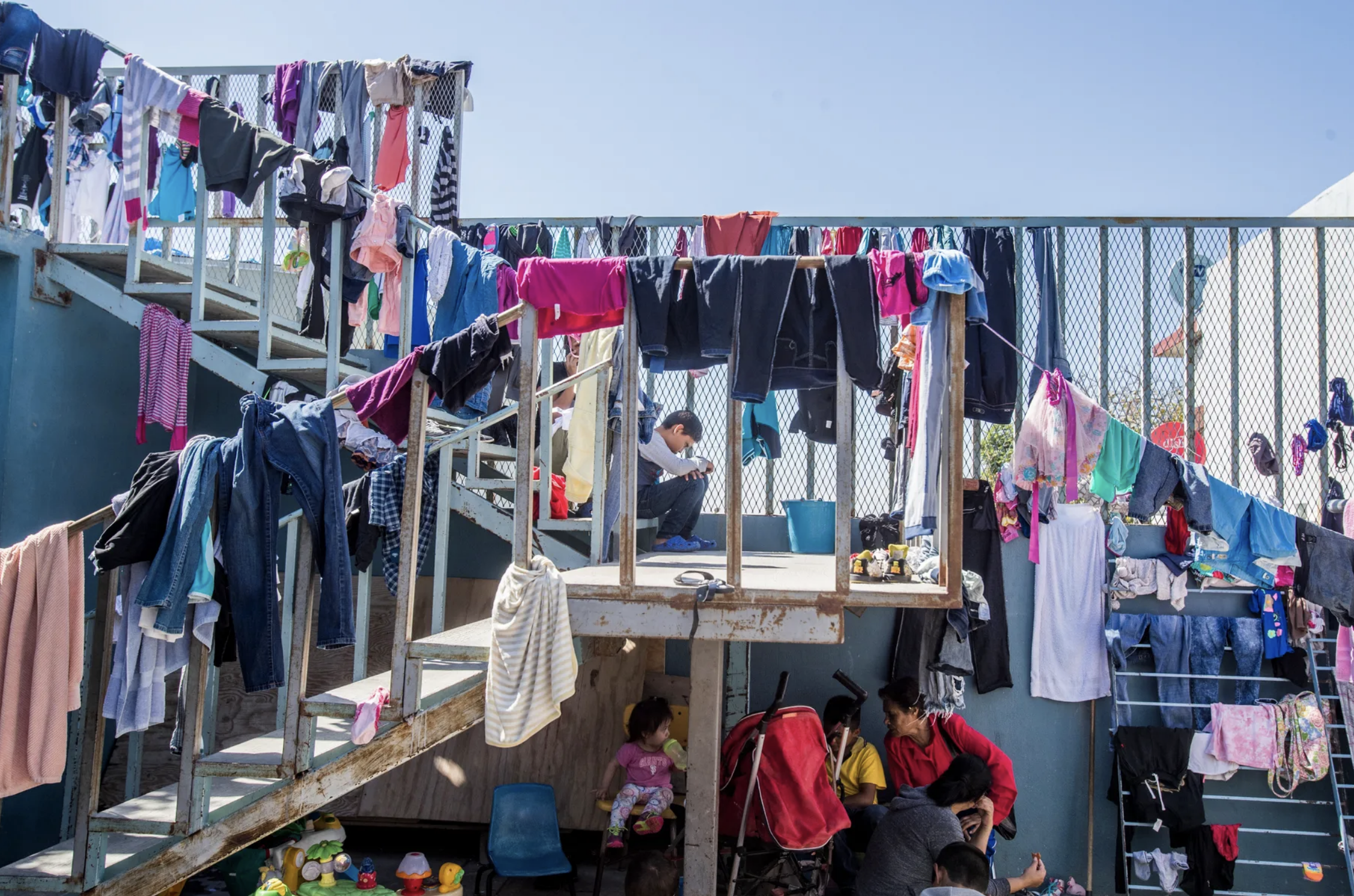 In Tijuana, the poorest asylum seekers spend their time in shelters where they wash clothes and eat communal meals. Image by Omar Ornelas. Mexico, 2019.
